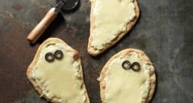 Easy to make Individual Spooky White Pizzas Recipe #halloween #recipe