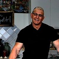 Exclusive Interview: Chef Robert Irvine with Dining Tips while Traveling