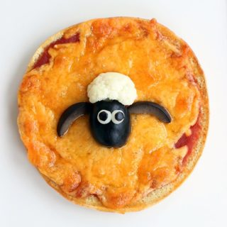 Get ready for the upcoming Shaun the Sheep movie release with this adorable sheep make out of veggies to top mini pizzas with!