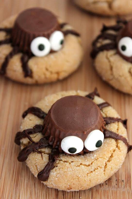 37 of the cutest (and spookiest) Halloween Treats made with candy eyes!