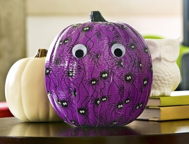Duck-tape-craft-make-a-Halloween-pumpkin