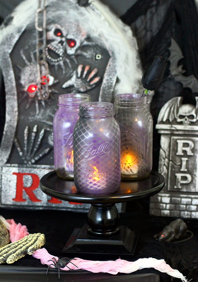 Halloween ambiance? So easy with these spray painted fishnet jars