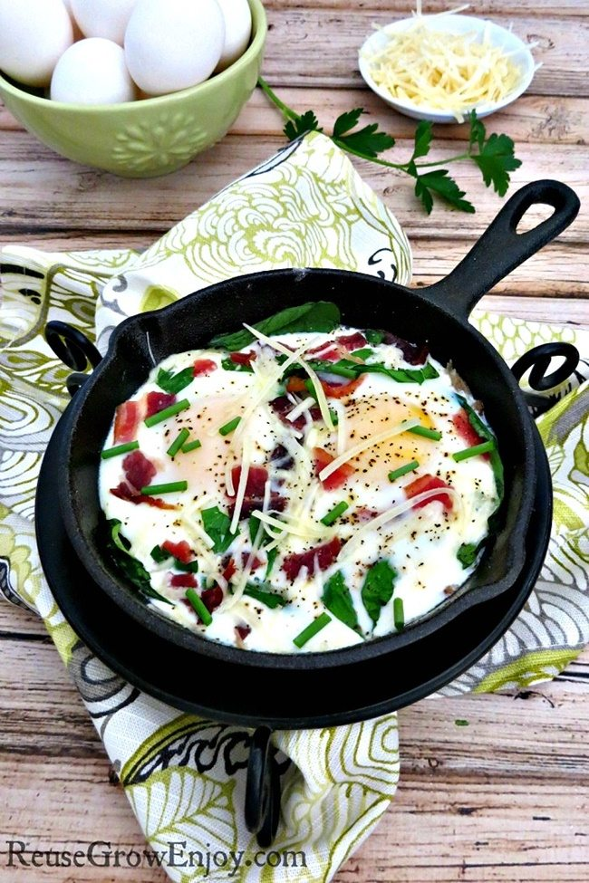 Baked-Egg-Recipe-with-Fresh-Herbs-reusegrowenjoy