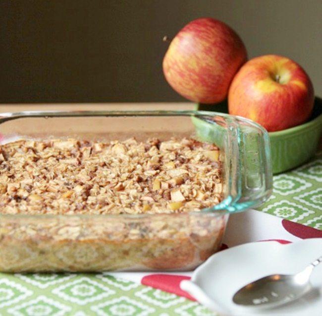 apple-pie-baked-oatmeal-peanut-butter-foodonelight