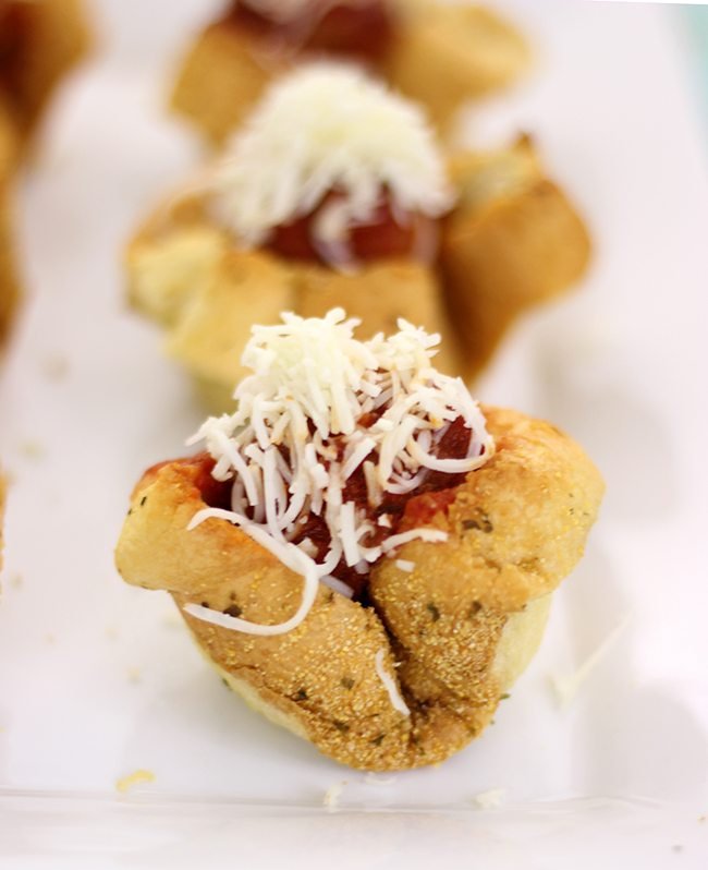 Have 20 minutes? You can make these epic meatball sub cups for game day then. Do it!