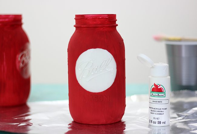 Dr. Seuss fan? Add a pop of fun to a room or party with these DIY Thing 1 and Thing 2 Mason Jars. So adorbs!