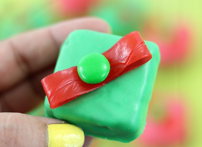 Gift Box Cookies. Make these festive gift box cookies easily with Lorna Doone Cookies, Easy Icing and Fruit by the Foot. So cute!
