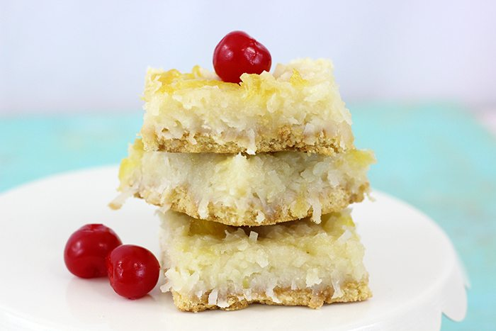 Piña Colada Bars Recipe. Coconut and Pineapple come together in the most amazing way in this super easy bar recipe. Get in my belly!