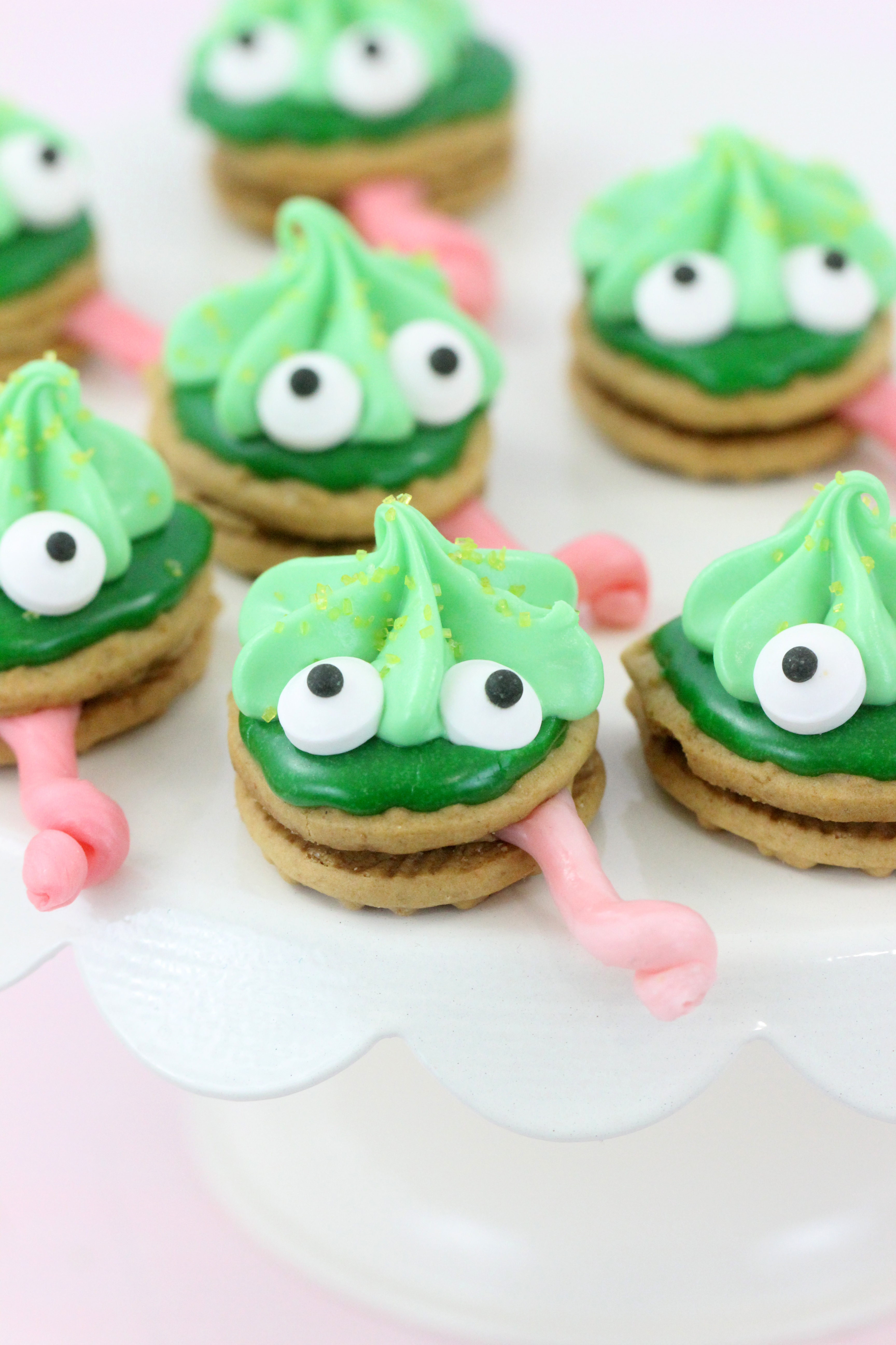 Chameleon cookies, perfect for themed parties and to get excited about The Wild Life movie. Easy to make with only a handful of easy to find ingredients.