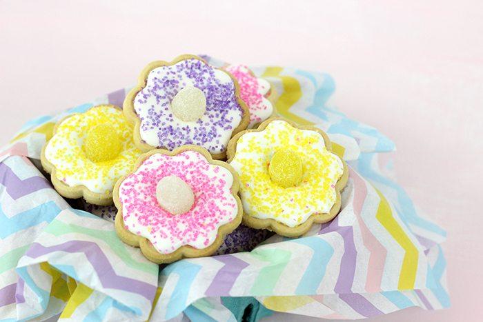 Easy & Cute Flower Cookies with 4 Ingredients | Cutefetti