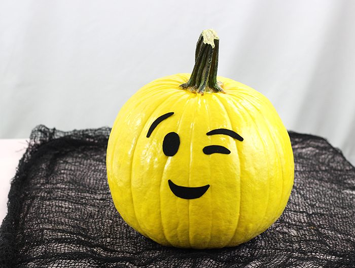 Make These No Carve Emoji Pumpkins For Halloween
