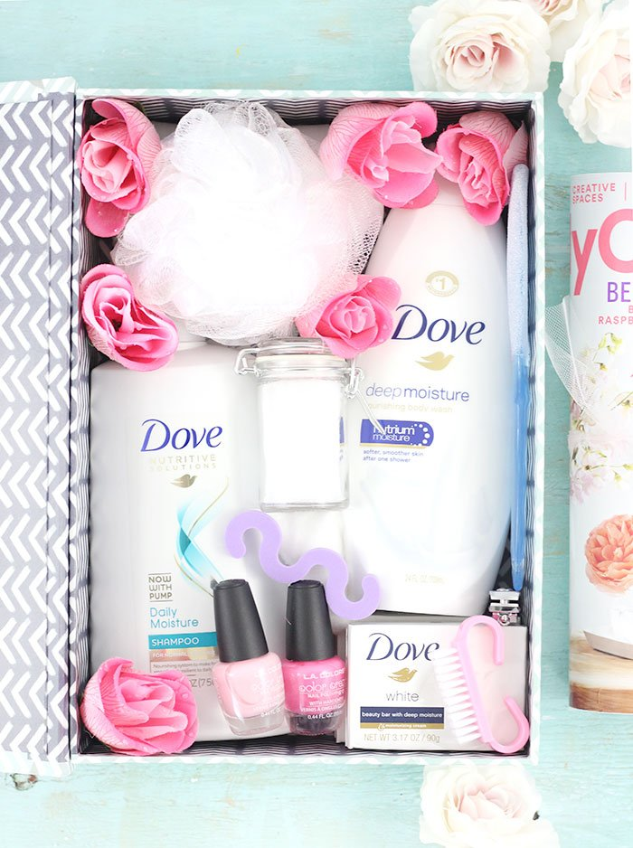 Spa in a box. Such an easy diy gift idea. Get a free printable for easy gifting.
