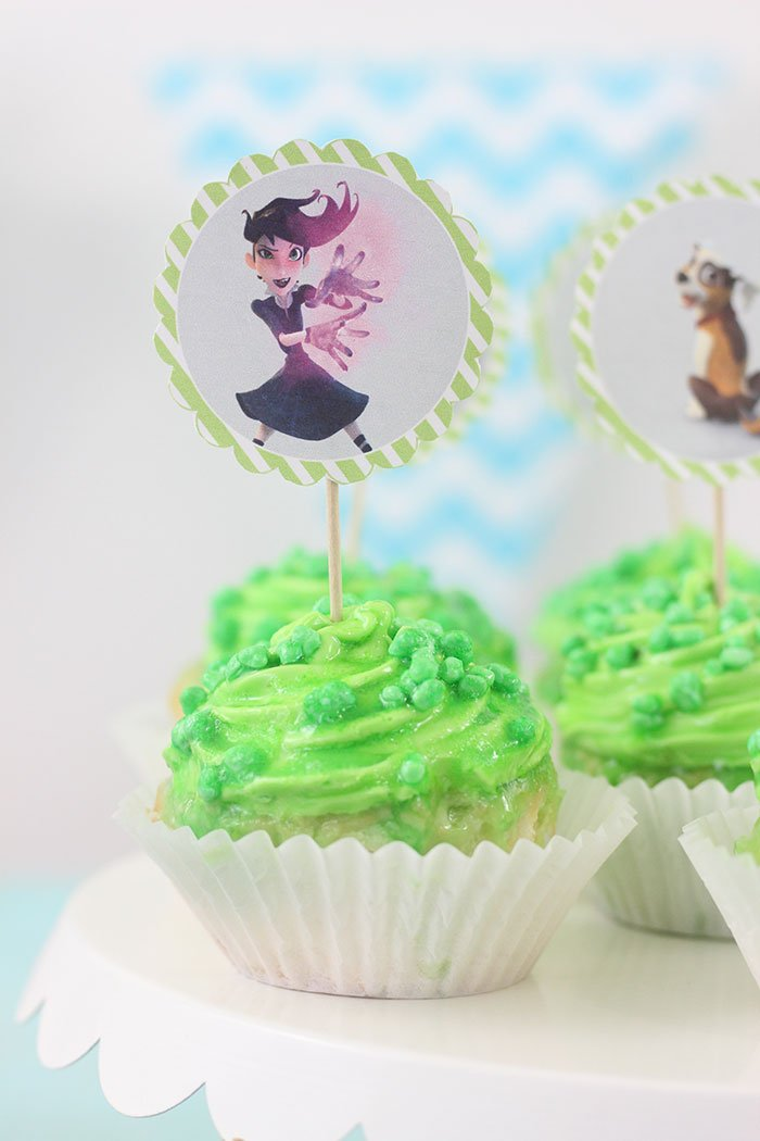 "Mysterious ""Lost in Oz"" cupcakes to celebrate the show available on Amazon prime."
