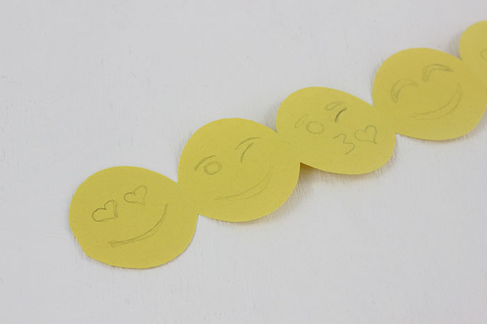 Emoji Paper Garland. an easy tutorial to make Emoji Paper Garland that will make back to school a little more fun.