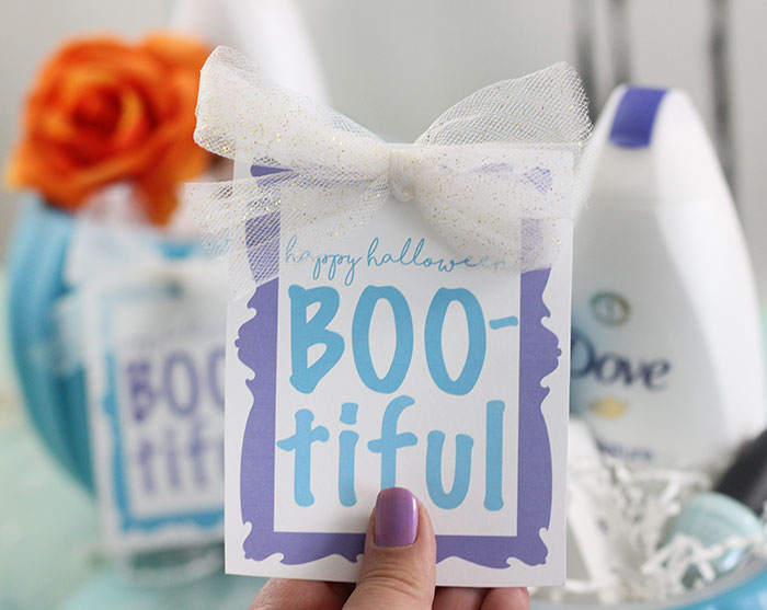 Halloween DIY Gift Idea. Show someone they're BOO-tiful with a self esteem boosting gift. Free printable gift tag for Halloween.