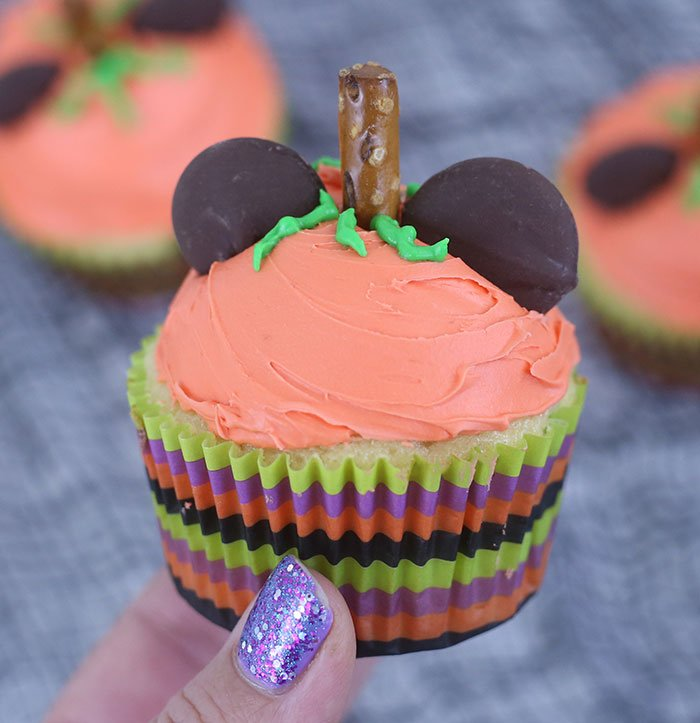 Mickey Pumpkin Cupcakes. SO easy and adorable. Perfect for fall or Halloween.