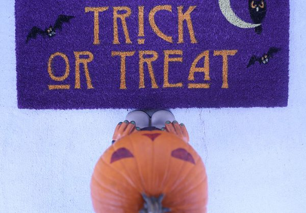 How to make your porch extra haunted for Halloween.