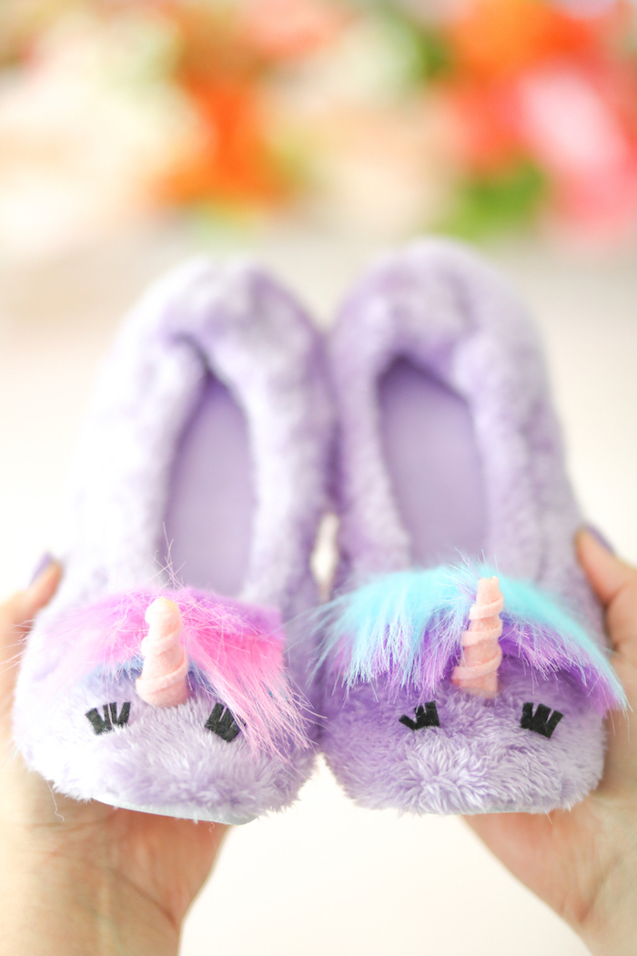 DIY Unicorn Slippers that are freakin' adorable. Everyone needs a pair.