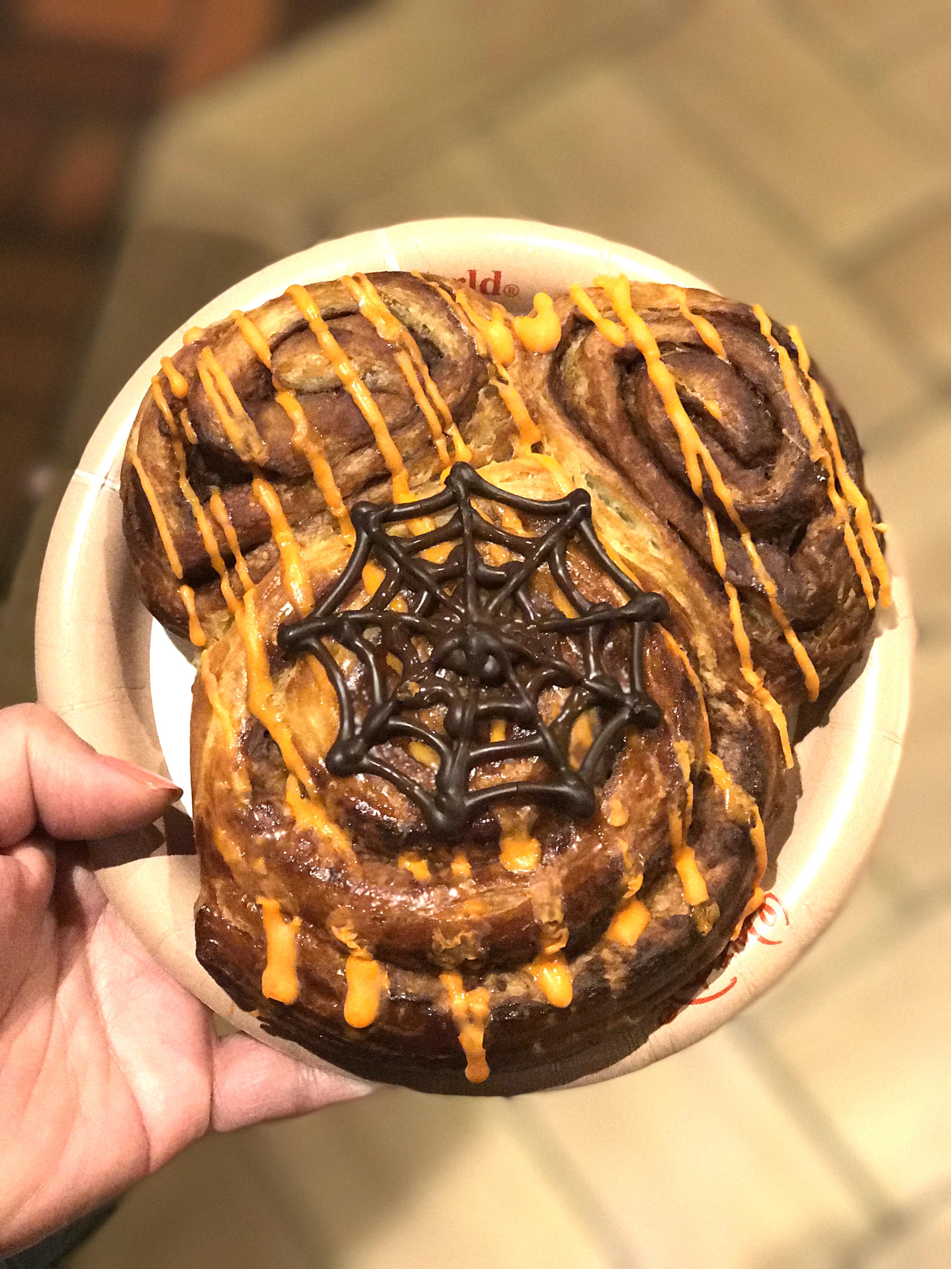 Mickey Halloween cinnamon roll