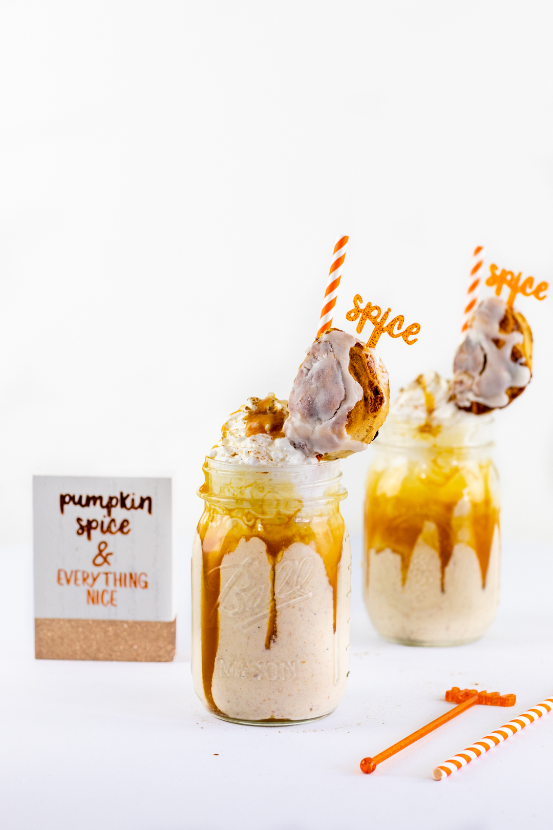 Pumpkin Pie Cinnamon Roll Milkshake. Cute freakshake idea that the whole family will love.