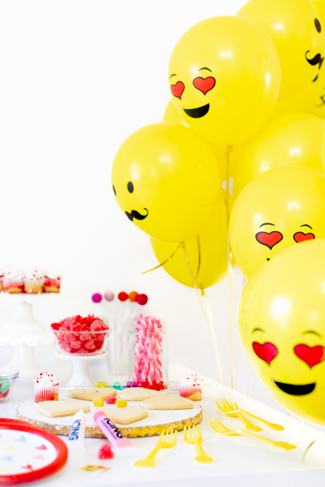 emoji balloon party