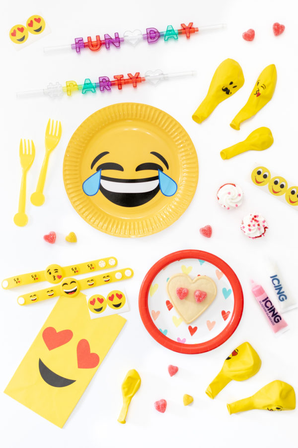 emoji party supplies