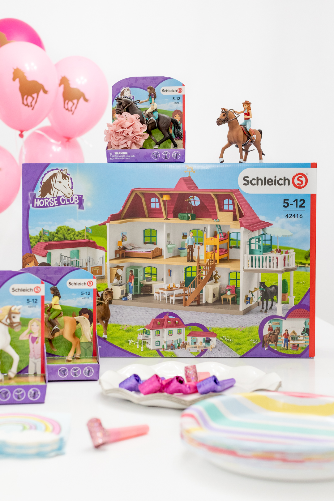 Large horse stable with house and stable, Schleich's largest playset to date