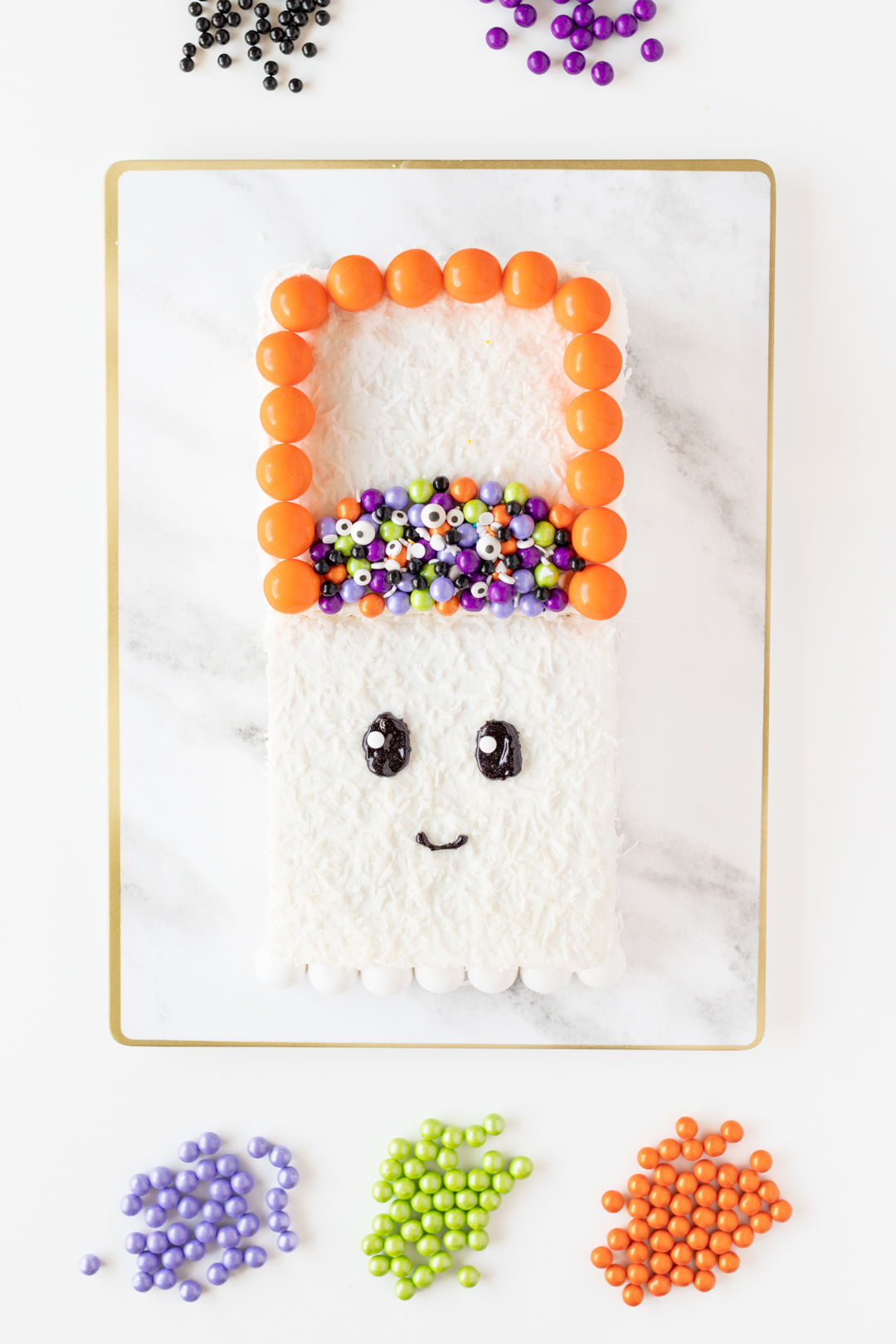 Cute ghost cake for trick or treat.