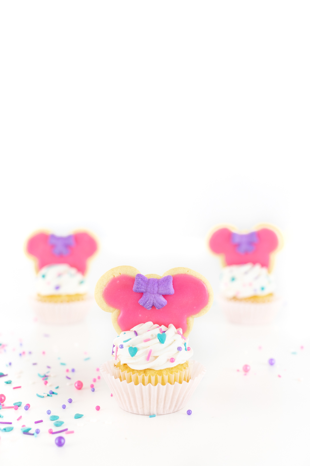 Cookie Topped Minnie Cupcakes for parties