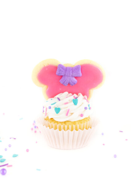 Cutest Minnie Mouse Cupcake that are perfect for Valentine's day.