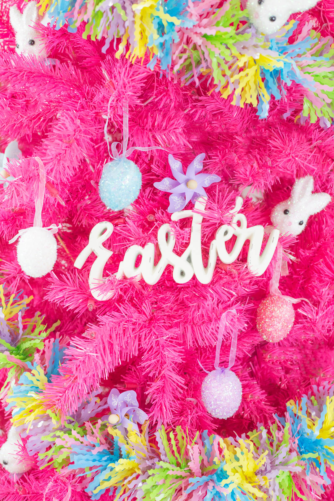 Easter sign used as a decoration in an easter tree