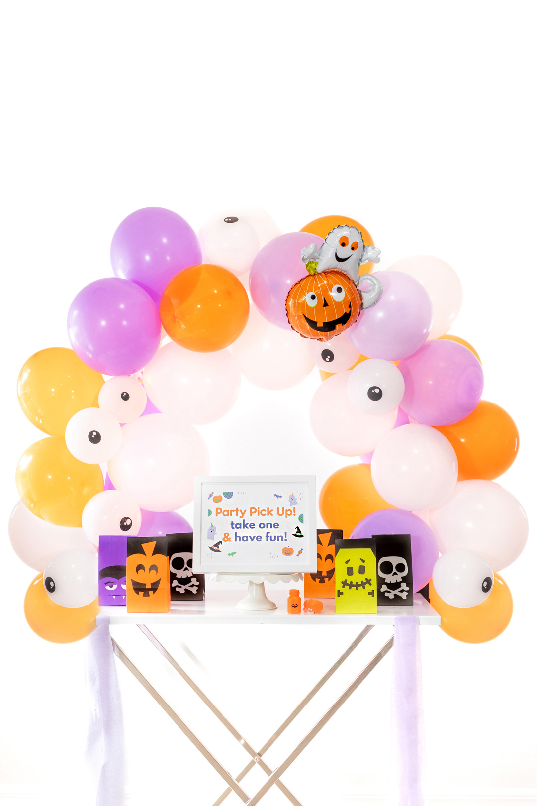halloween treat box party pick-up table