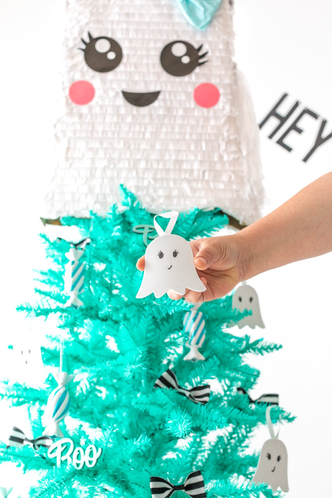 adorable DIY ghost ornament for decorating a halloween tree