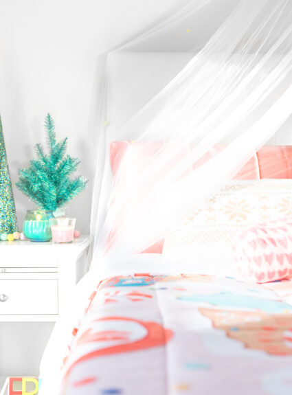 cute simple ways to do a christmas bedroom makeover