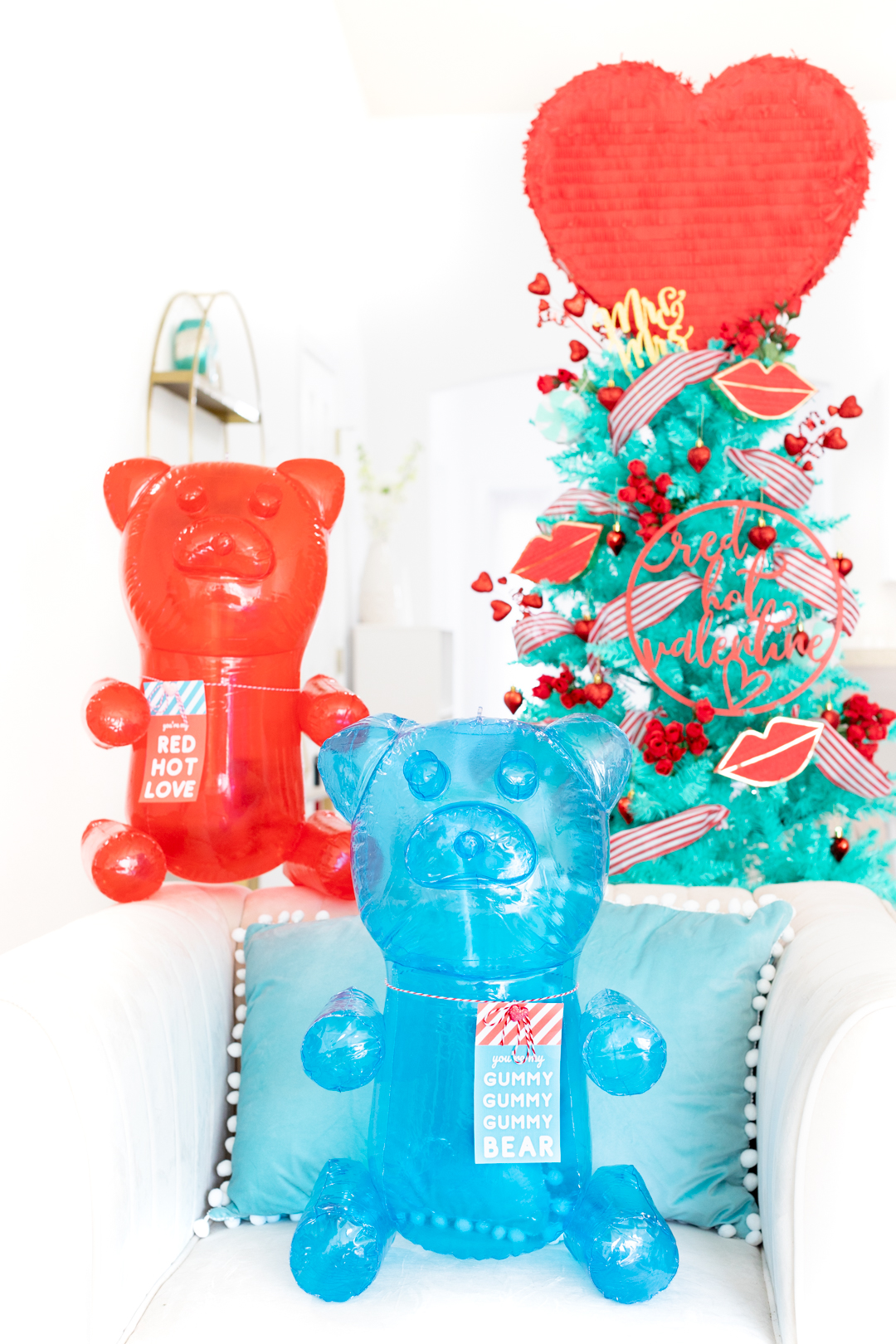 huge blow up gummy bears, perfect inexpensive diy gift for valentine's day