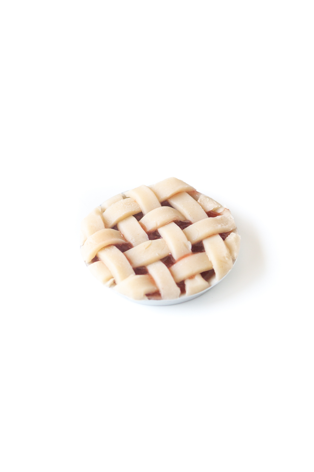 mini lattice pie before putting into the oven