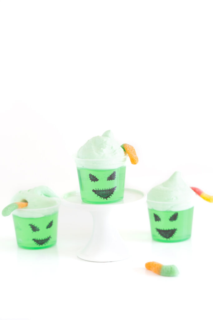little oogie boogie gelatin cups for halloween parties. easy diy snack.